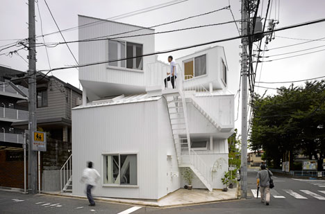 dzn_Tokyo_Apartement_by_Fujimoto16